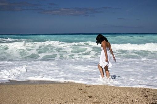 girl-sea beach young